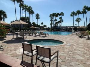 The swimming pool at or close to DoubleTree by Hilton at the Entrance to Universal Orlando