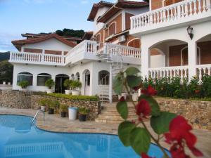 A piscina localizada em Hotel Guanumbis ou nos arredores