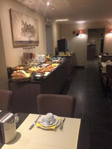 A restaurant or other place to eat at Hotel Atlas