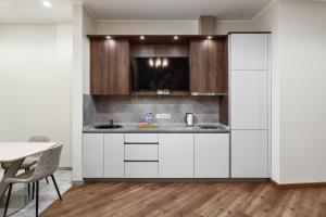 A kitchen or kitchenette at KIGO Moscow City