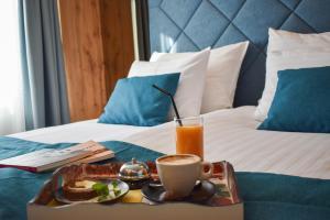 Кровать или кровати в номере Hotel Nobel