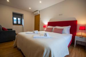 A bed or beds in a room at Quinta Vilar e Almarde