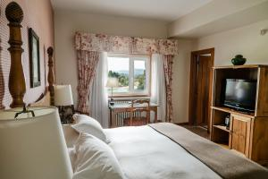 Una cama o camas en una habitación de Llao Llao Resort, Golf-Spa