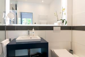 A bathroom at Hotel zum Kuhhirten