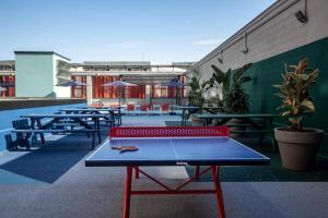 Table tennis facilities at Residencia Universitaria San Mamés or nearby