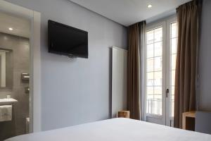 A television and/or entertainment center at Hotel Avenida
