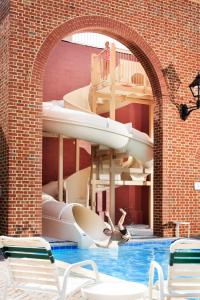 The swimming pool at or near The Founders Inn & Spa Tapestry Collection By Hilton