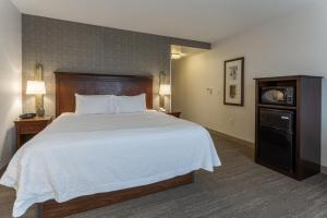 A bed or beds in a room at Hampton Inn & Suites Saratoga Springs Downtown