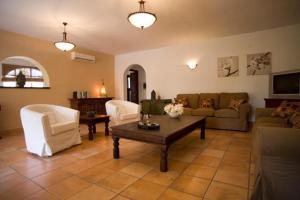 A seating area at Gabriela Altea