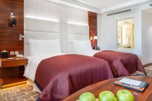 سرير أو أسرّة في غرفة في فندق انتركونتيننتال ريجنسي