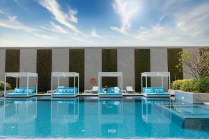 المسبح في فندق انتركونتيننتال ريجنسي أو بالجوار