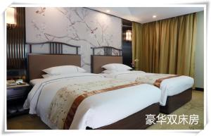 A bed or beds in a room at Guangdong Victory Hotel