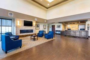 The lobby or reception area at Comfort Suites Near Denver Downtown