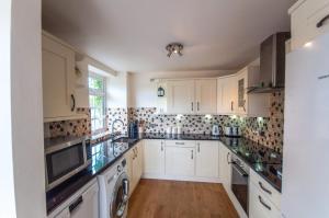 A kitchen or kitchenette at Bagels