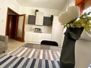 A kitchen or kitchenette at Casa Vacanze Salerno Al Corso