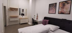 A bed or beds in a room at BASSWOOD ROOMS