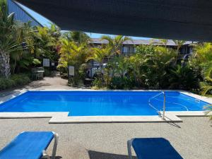 The swimming pool at or near Pigeon House Motor Inn