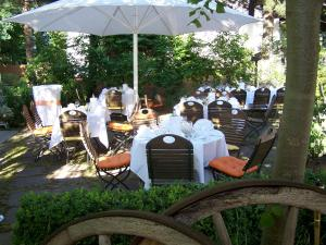 A restaurant or other place to eat at Hotel & Restaurant Grotehof