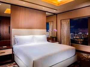 A bed or beds in a room at Conrad Macao