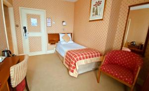 A bed or beds in a room at Metropole Hotel and Spa