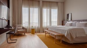 A bed or beds in a room at Solo Sokos Hotel Paviljonki