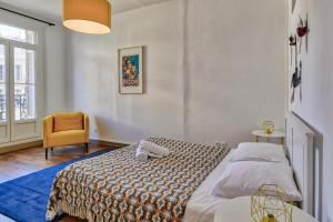 A bed or beds in a room at NOCNOC - Le Balcon de Colbert