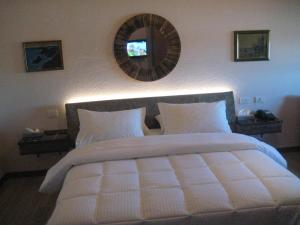 Кровать или кровати в номере Drini Hotel