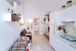 A kitchen or kitchenette at Casa Vacanze Centro Storico