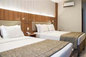A bed or beds in a room at Hotel Astoria Copacabana