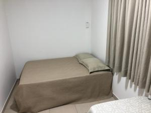 Cama ou camas em um quarto em Apartamentos do Mar