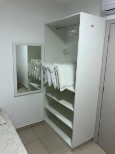 Um banheiro em Apartamentos do Mar