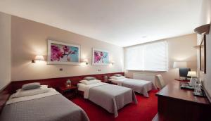 Łóżko lub łóżka w pokoju w obiekcie Hotel Sara