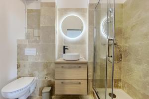 A bathroom at UNIQUE Renovated apartment near downtown and notre dame de la garde
