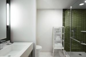 A bathroom at Park MGM Las Vegas