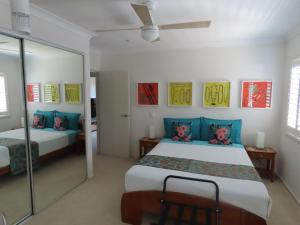 A bed or beds in a room at Serenity on the Lake - Maroochydore