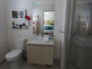 A bathroom at Serenity on the Lake - Maroochydore
