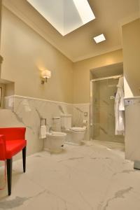 Ванная комната в Grand Hotel Yerevan - Small Luxury Hotels of the World
