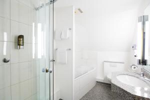 A bathroom at Hotel Schützenhof