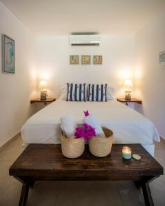 A bed or beds in a room at Hotel Isla del Sol