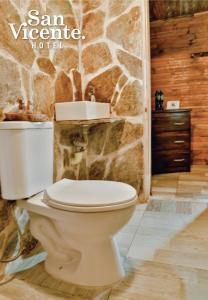 A bathroom at Hotel Termales San Vicente