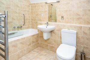 A bathroom at The Inn @ Aird a' Bhasair
