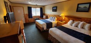 A bed or beds in a room at The Lake Motel
