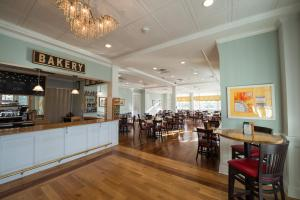 A restaurant or other place to eat at Mills Park Hotel