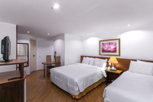 A bed or beds in a room at Dan Inn Curitiba