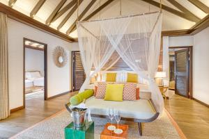 A bed or beds in a room at OZEN LIFE MAADHOO - Luxury All Inclusive