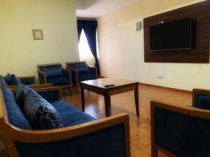 Uma área de estar em Mansour Plaza Hotel Apartments