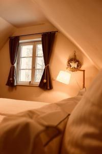 Ein Bett oder Betten in einem Zimmer der Unterkunft Zum Alten Backhaus