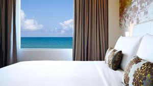 A bed or beds in a room at OZO Colombo