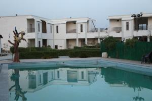 The swimming pool at or close to Thar Exotica Resort