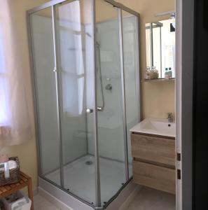 A bathroom at les mésanges